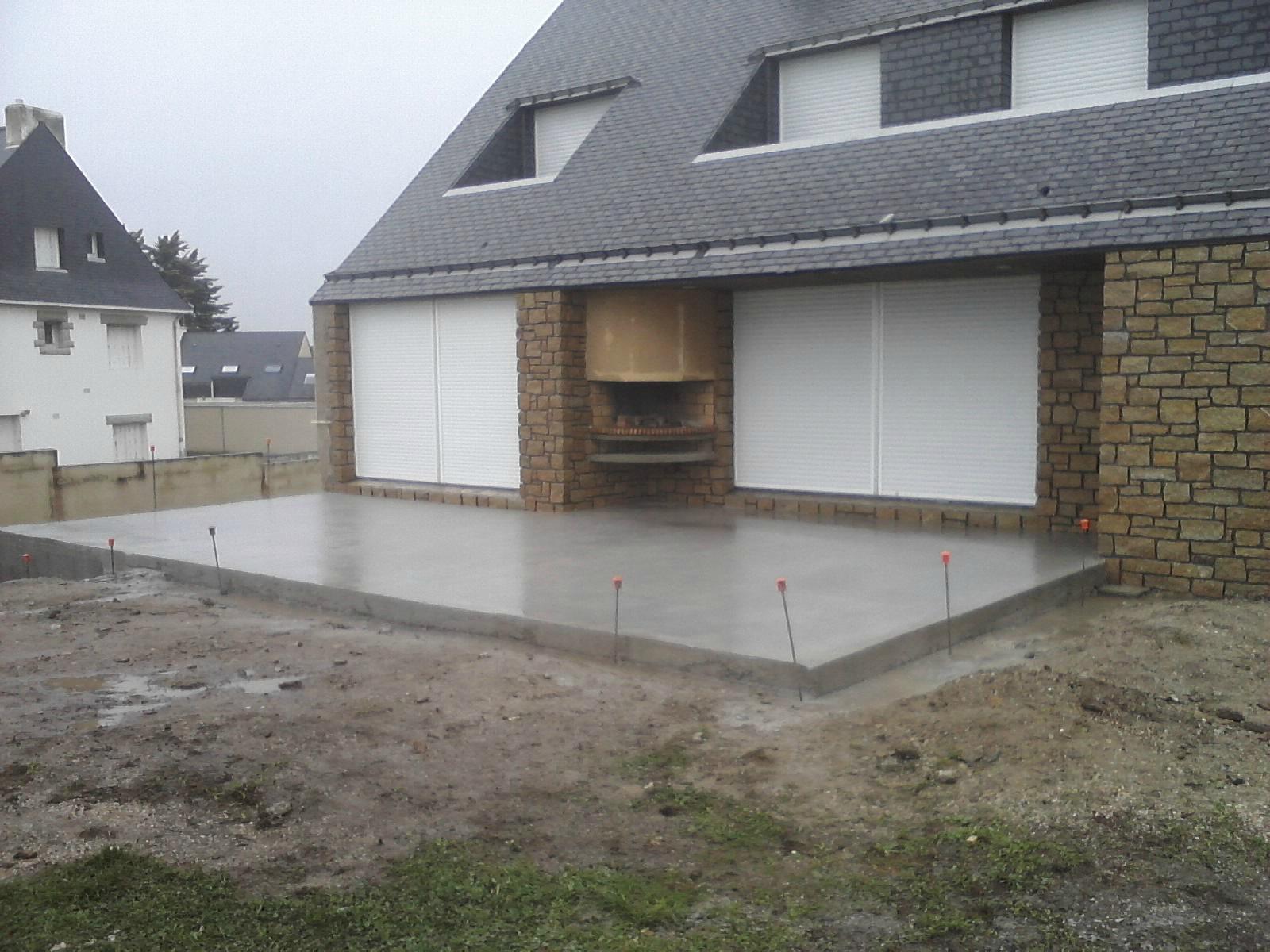 terrasse beton avec muret