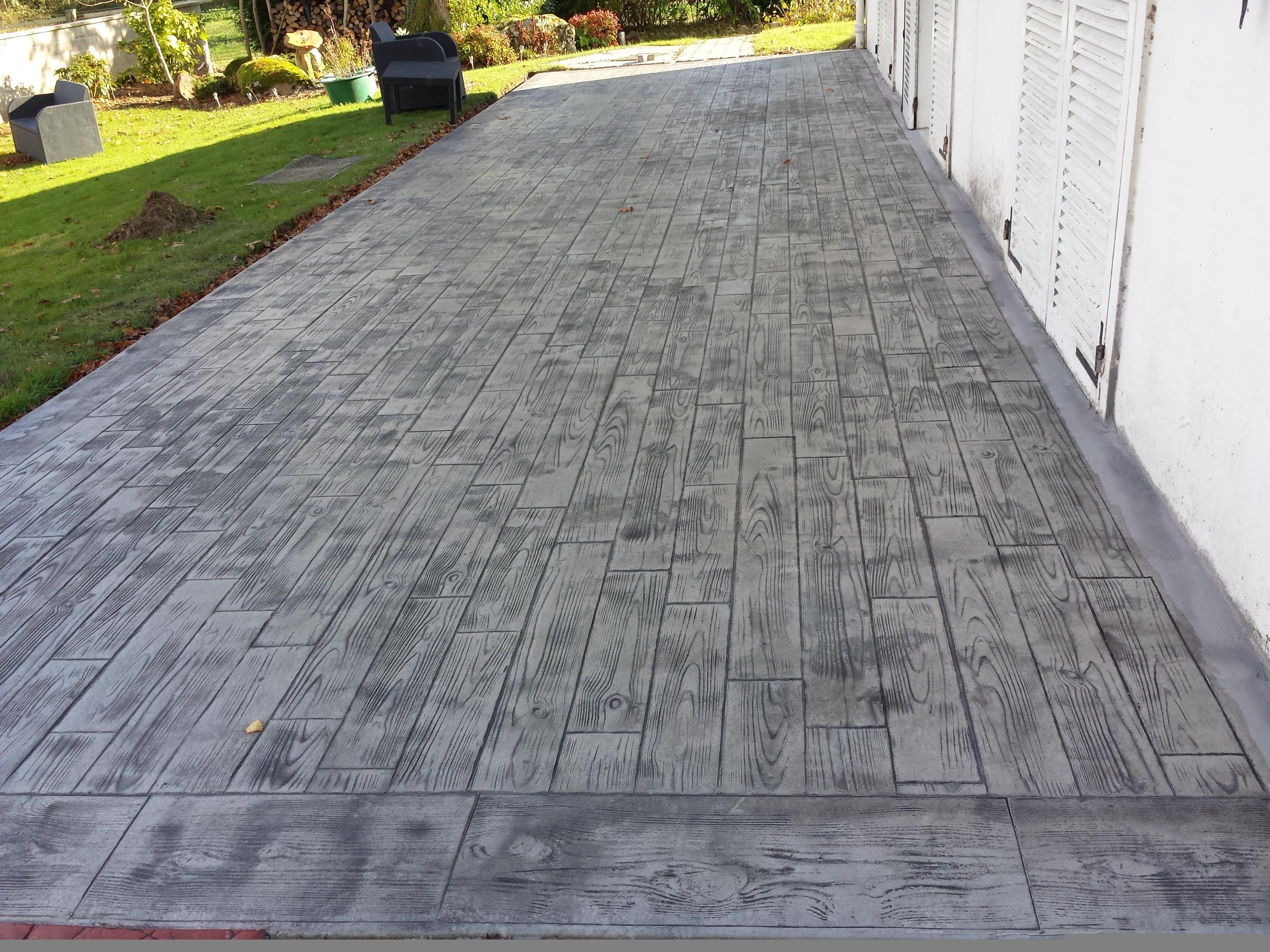 Terrasse beton motif bois