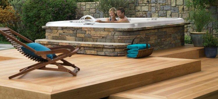 Terrasse bois avec jacuzzi