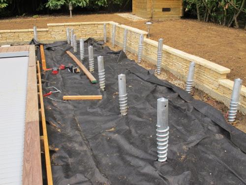 terrasse bois piscine sur plot beton