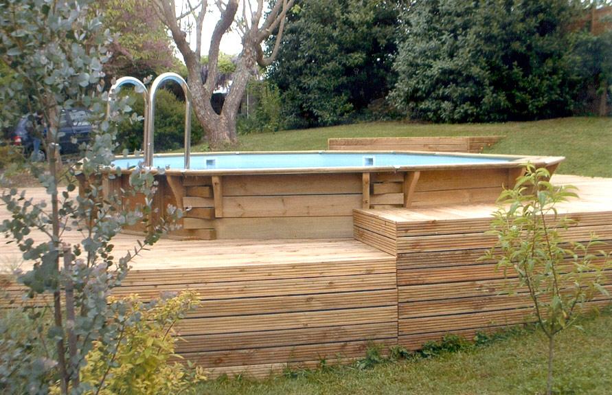 terrasse bois sur pilotis avec piscine