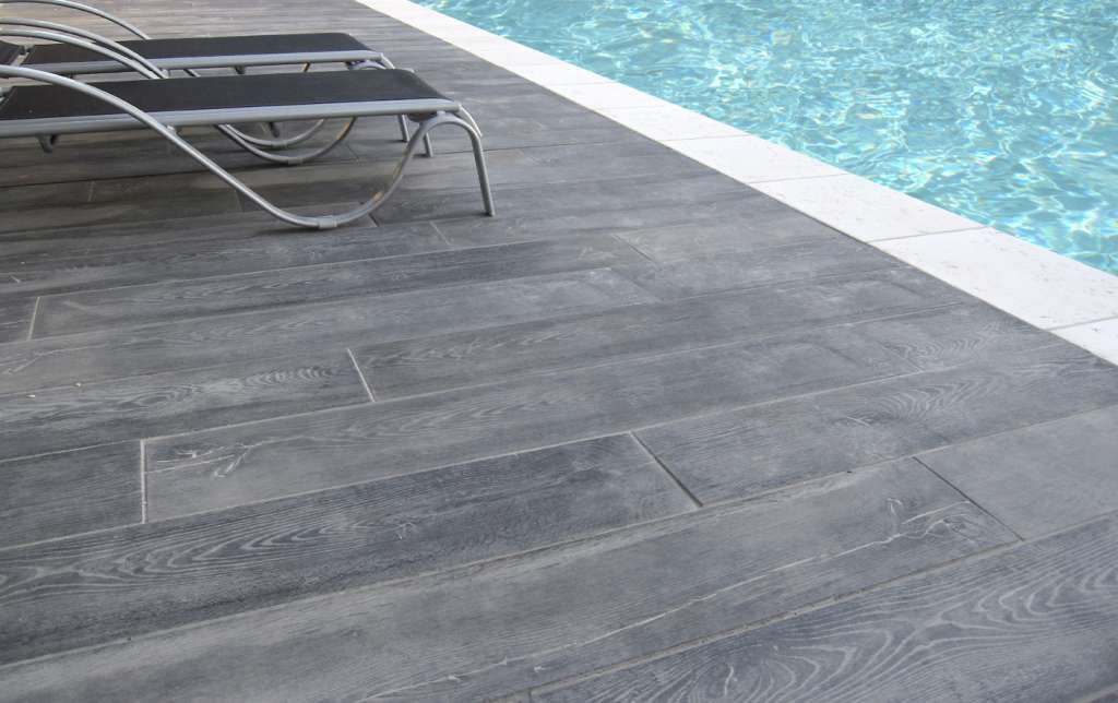 terrasse carrelage imitation bois gris