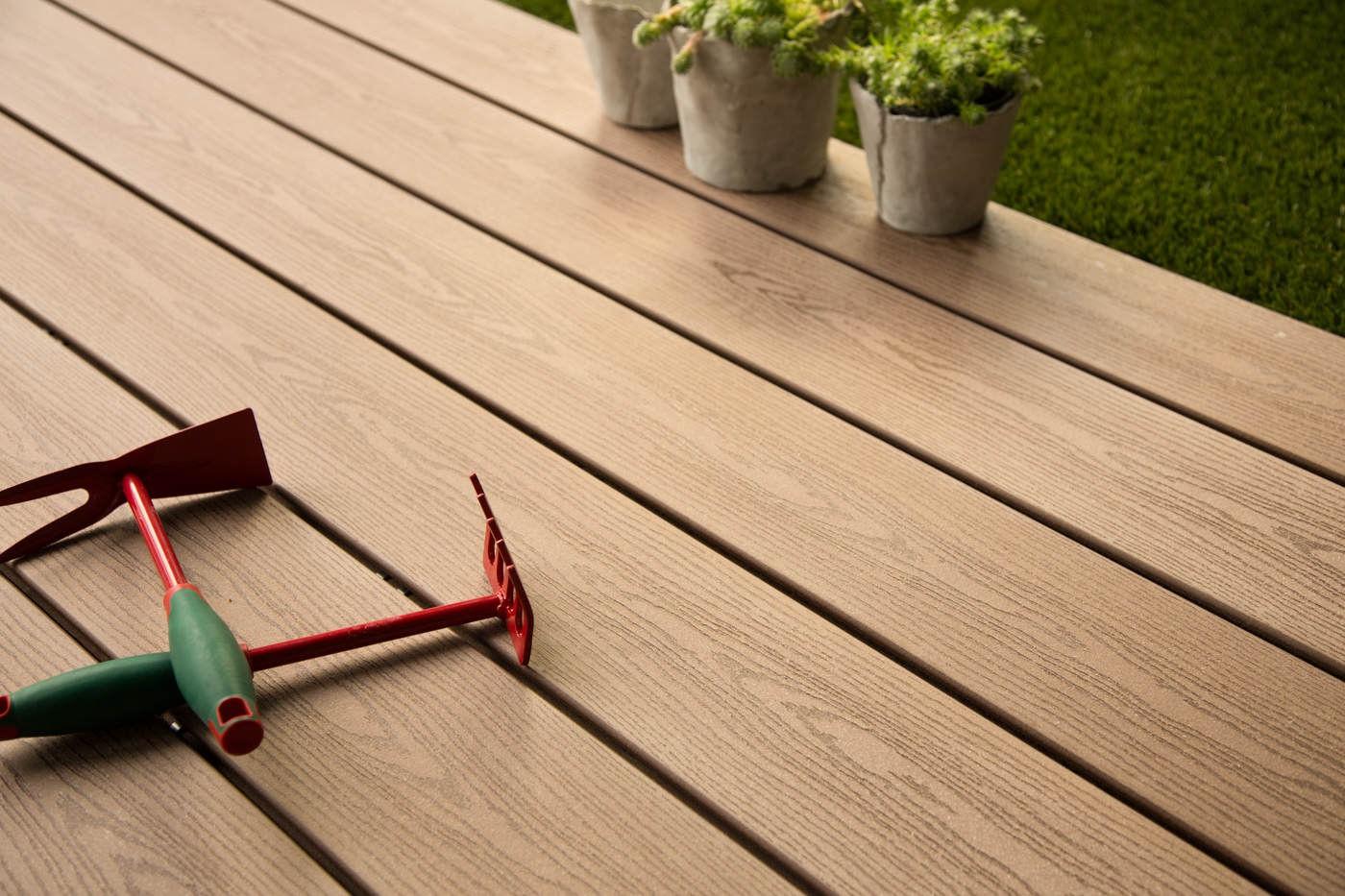 terrasse composite brun