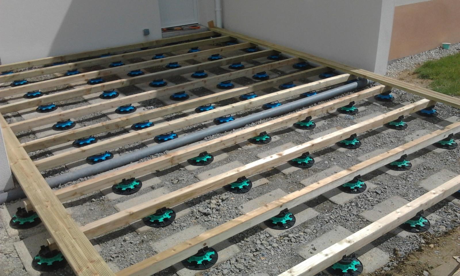 Terrasse composite sur plots reglables