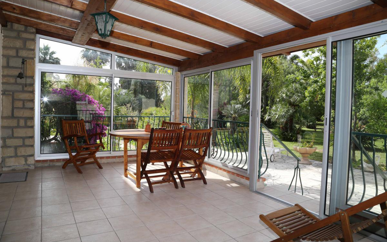 terrasse couverte et fermee