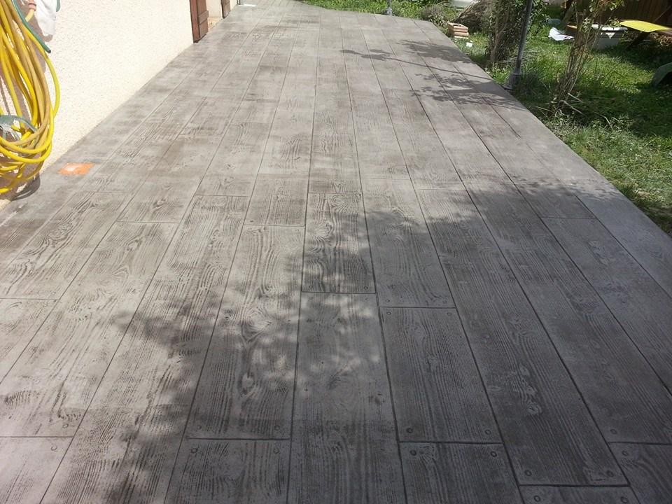 Terrasse en beton avec pochoir