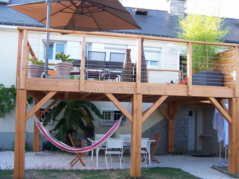 Terrasse en bois surelevee