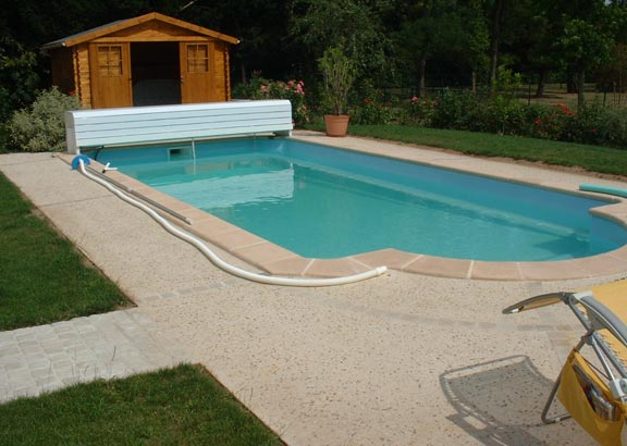Terrasse piscine beton lave
