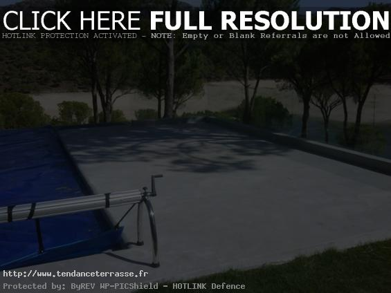 Terrasse piscine en beton cire