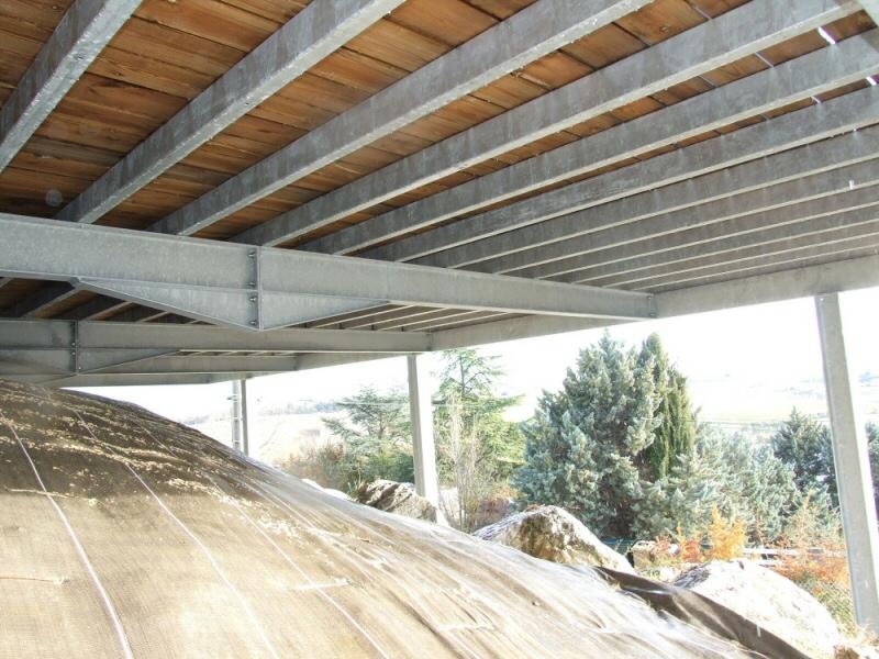 terrasse sur pilotis en acier